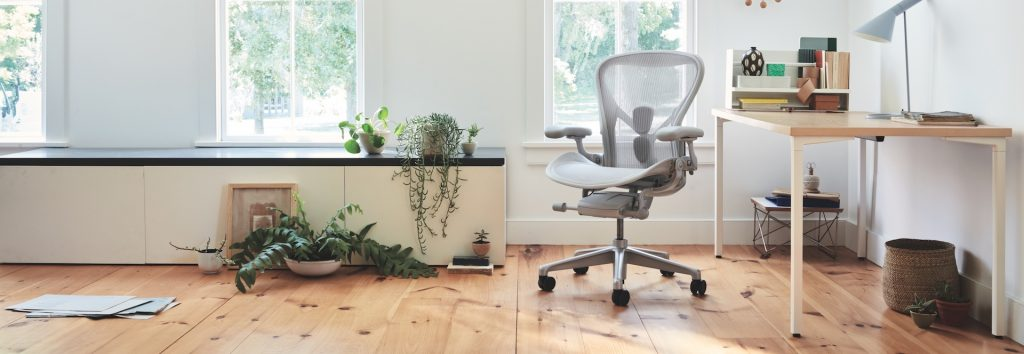 Herman Miller Aeron Remastered in grey. Home environmnet.